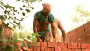 labour unloading bricks at site